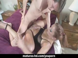 sweetheart enjoys a lengthy dig in her mature cunt