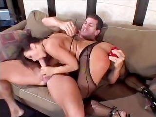 dark brown sandra needs cock and goes down and