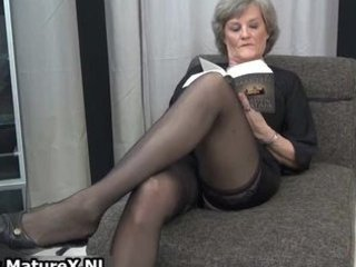aged housewife in sexy dark nylons part7