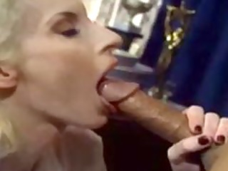 experienced milf gives great oral-service