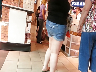 hd - candid mother and not her daughter ass - hd