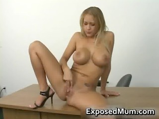Hooters exciting mother with killer
