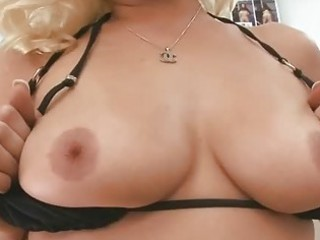 mature hottie gives wild blowjob sex