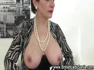 nylons mature lady sonia in sexy underware