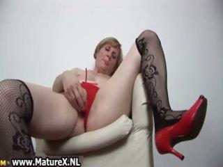 horny older woman is pleasuring part3