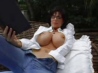 bigtits d like to fuck brunette in glasses