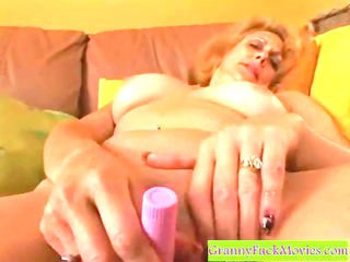 hawt gilf toying her old snatch