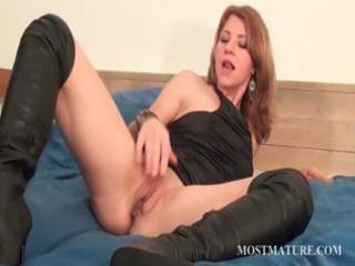 gorgeous mom pleasant her bawdy cleft