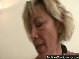 her mamma seduces her hubby for sex
