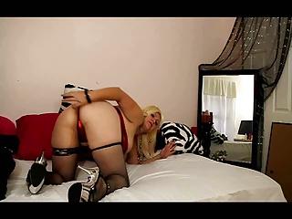 hawt older showing her ass off