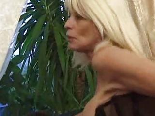pierced aged bitch anal sex