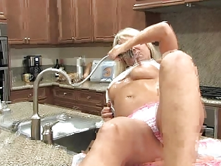 milf masturbating her anilos pussy