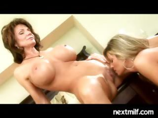 aged housewives doing it is lesbo style