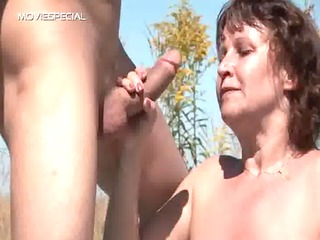 gripping mother acquires her hairy muf