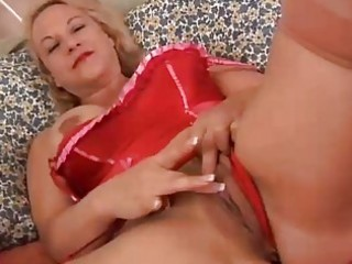 pretty aged blond is a squirter